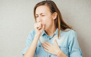 По каким причинам человек кашляет при вдохе и выдохе, как лечить эту патологию