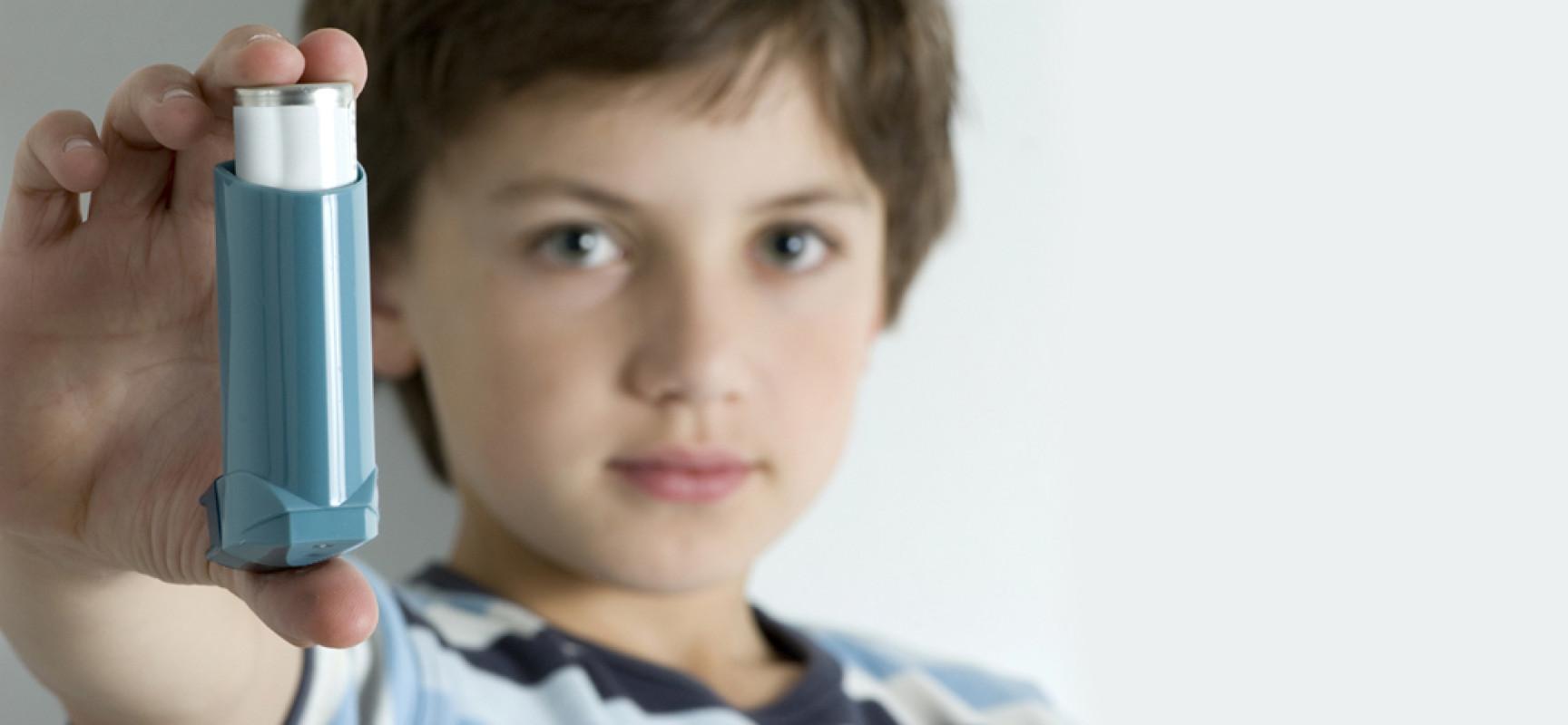 Мальчик с ингалятором
