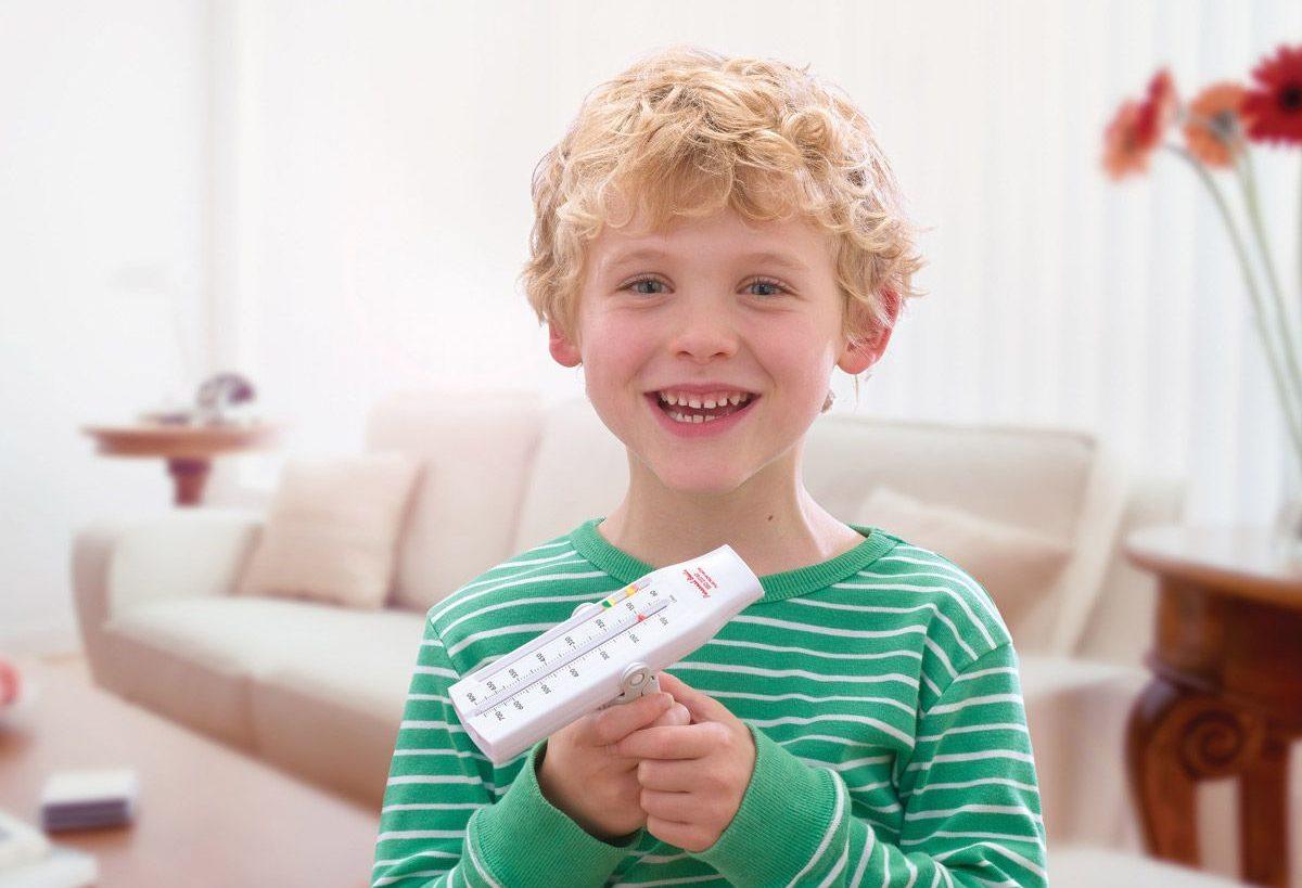 Ребенок с пикфлоуметром
