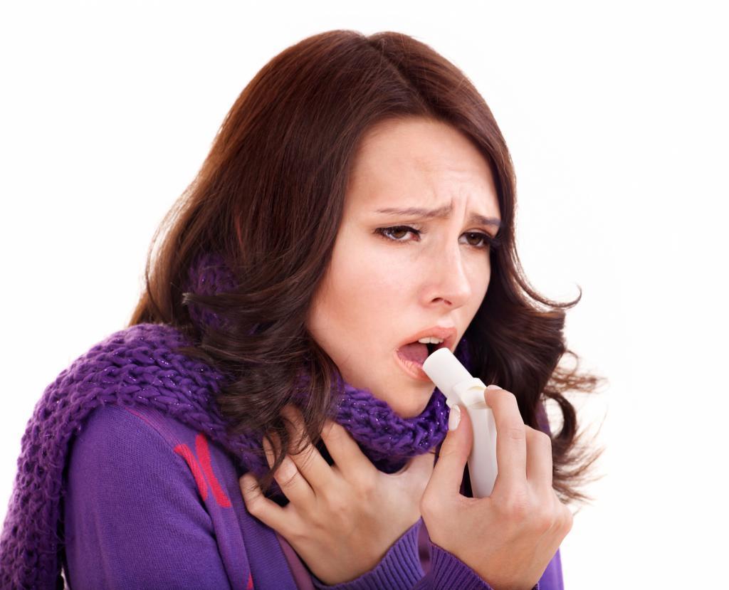 Девушка с приступом астмы