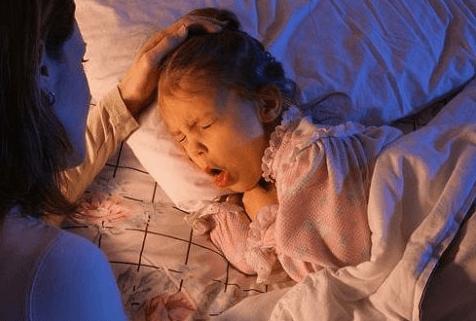 девочка кашляет ночью